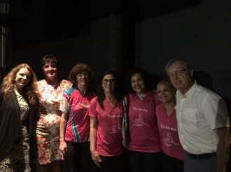 Foto 8 - Imagem na ocasião do evento KaOra de 2016, da esquerda para direita: Dra. Christina Brito, coordenadora do Remama e coordenadora médica do Serviço de Reabilitação do ICESP da FMUSP; Meri Gibson, vicepresidente da IBCPC; Adriana Bartoli, representante da IBCPC para a América Latina; Solani Capioto, Ione Amorin e Geani de Faria, integrantes do Remama; e Dr. Don McKenzie, médico pioneiro do movimento de incentivo ao remo para mulheres com câncer de mama